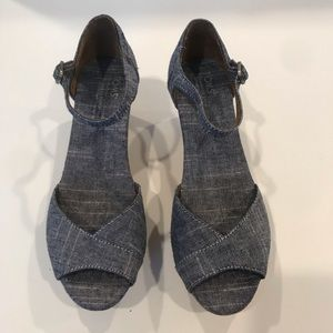 Shoes - 🎉HP🎉 TOMS Chambray Cork Platform Wedge, GUC